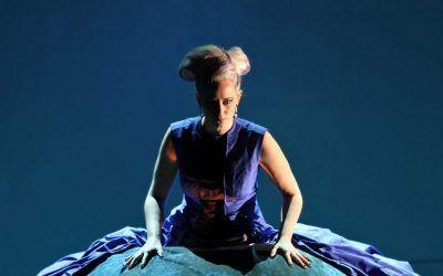 Opera Star Lesia Mackowycz Performs with the Toronto Children's Chorus